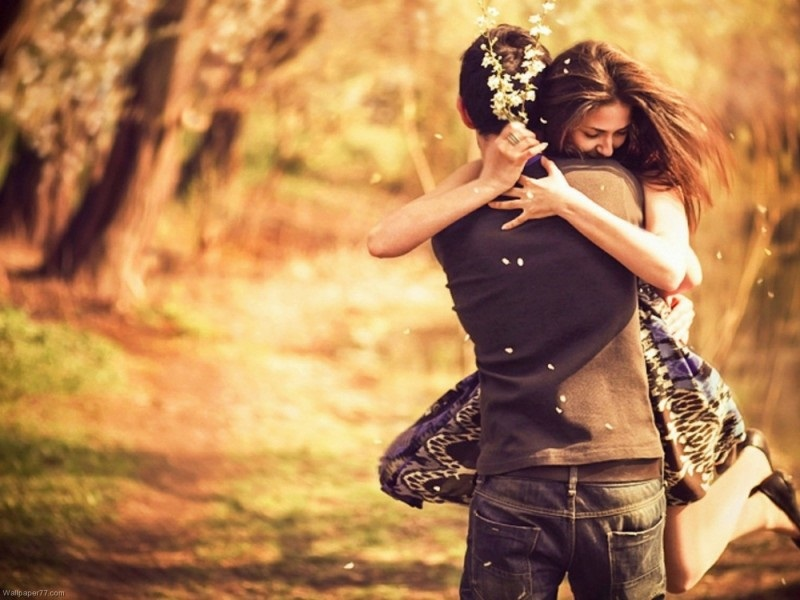 Happy-Hug-Day-2014-For-Hug-Day-HD-Animated-Wallpapers-Romantic-Pictures-Download-1